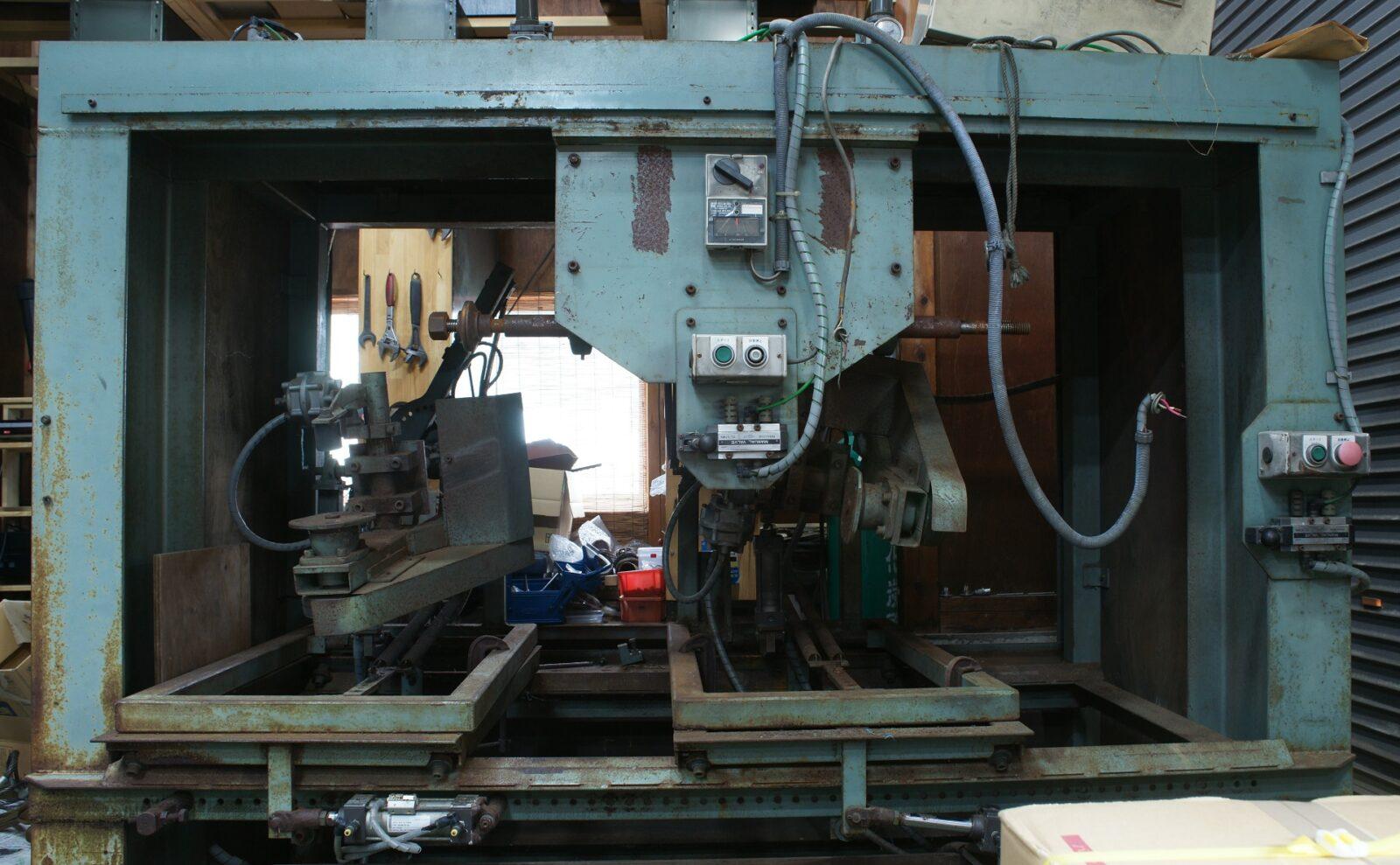 今回修理した研磨機の写真
